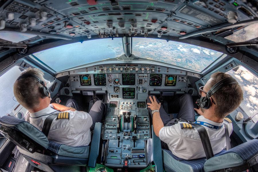 เปิดรายได้ 'นักบิน' VS 'แอร์โฮสเตส' การบินไทย รายได้เท่าไรต่อเดือน?